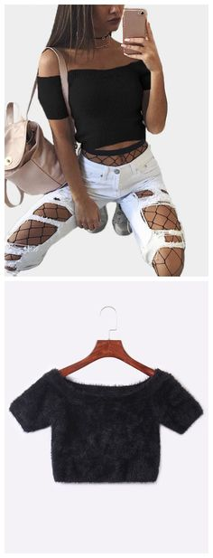 This sweater can show your pretty figure.The cropped and off the shoulder makes it very sexy, featuring plain color,short sleeves and bodycon design. Pairing high ripped pants is the best choice.