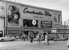 Vintage Berlinale: Filmwerbung und Kartenverkauf an der Charlottenburger Kanstraße, 1956.
