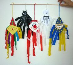 Fantasmas de colores para la ventana - Manualidades de Halloween - Mis nietos y yo - Hicimos . - Fantasmas coloridos para la ventana – Manualidades de Halloween – Mis nietos y yo – Hecho con - Clown Crafts, Carnival Crafts, Halloween Crafts, Diy Crafts, Fall Arts And Crafts, Fun Crafts For Kids, Toddler Crafts, Art For Kids, Manualidades Halloween