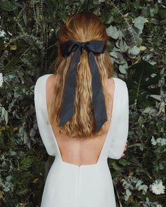"1,781 Likes, 8 Comments - Alicia Rueda Couture (@aliciaruedaatelier) on Instagram: ""Black Bows @whitealice_by_aliciarueda #diferentwedding #newcollection #brideornot #novianonovia…"""