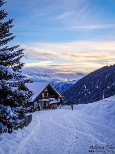 Voyage to Switzerland - lovely photo Beautiful Places To Visit, Places To See, Bergen, Places Around The World, Around The Worlds, Wallis, Winter Scenes, France Travel, Nature Pictures