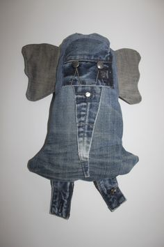 Olifant knuffel van oude jeans gemaakt. Denim Shorts, Jackets, Women, Fashion, Down Jackets, Moda, Fashion Styles, Fashion Illustrations, Jacket