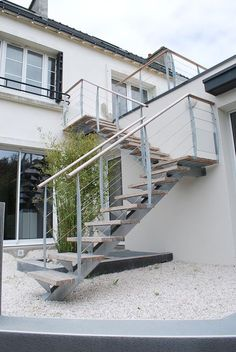 Terrasse bois suspendue sur pilotis et balcons bois for Construction escalier exterieur