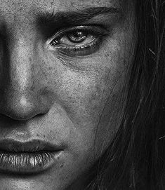 cry, photo, and women image Art Photography Portrait, Photo Portrait, Face Photography, Pencil Portrait, Portrait Art, Dark Art Drawings, Pencil Art Drawings, Art Drawings Sketches, Black And White Portraits