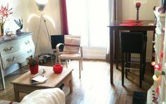 Beau 2 pièces typiquement parisien de 40m2, qui se compose d'un salon, une chambre, une cuisine,une sdb et un wc. Il se situe dans une rue calme, à une minute à pied du métro dans un quartier commerçant. Quartier Pernety/Alésia.  Idéal pour un week-end ou pour une location de vacances
