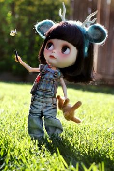 I don't usually pin Blythe dolls but this is one is so cute