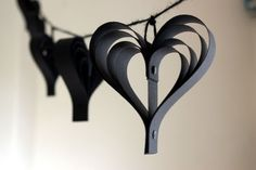 A black Halloween garland, with 8 handcut paper hearts using jet black card, perfect for giving a dramatic romantic look to any room! I used black twine and also black fasteners to secure the card in place for a truly stunning gothic effect. Black Party Decorations, Halloween Decorations, Rockabilly Wedding Decorations, Valentine Decorations, Paper Heart Garland, Halloween Garland, Heart Party, Romantic Look, Garland Wedding