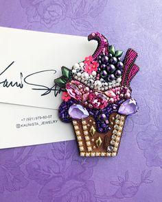 ))) Cupcake Oh . Bead Embroidery Jewelry, Beaded Embroidery, Hand Embroidery, Beaded Jewelry, Bead Crafts, Jewelry Crafts, Brooches Handmade, Handmade Jewelry, Arte Shabby Chic