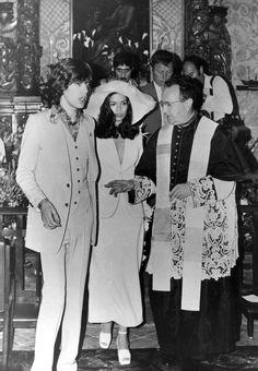 le mariage de Mick Jagger et Bianca Perez Morena - wedding - bride Bianca Jagger, Mick Jagger, Celebrity Wedding Photos, Celebrity Wedding Dresses, Celebrity Weddings, Famous Wedding Dresses, Wedding Suits, Wedding Bride, Dream Wedding