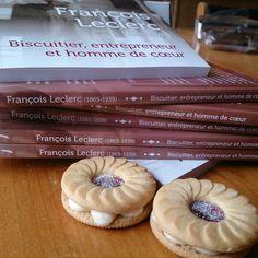 Sérieusement, qui n'aime pas les biscuits? Ce livre révèle l'histoire de François Leclerc, fondateur de Biscuits Leclerc.  #vitahominis #leclerc #biscuitsleclerc #histoire #histoireQuébec