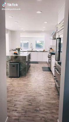 Modern Kitchen Interiors, Modern Kitchen Design, Home Decor Kitchen, Modern House Design, Interior Design Kitchen, Kitchen Ideas, Luxury Homes Interior, Home Room Design, Cuisines Design