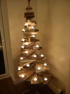 Pallet Christmas tree wood projects, wood projects that sell, wood projects diy, wood projects for b Wood Projects That Sell, Wooden Pallet Projects, Easy Wood Projects, Woodworking Projects That Sell, Pallet Crafts, Crafts To Make And Sell, Wooden Pallets, Wooden Diy, Diy Woodworking