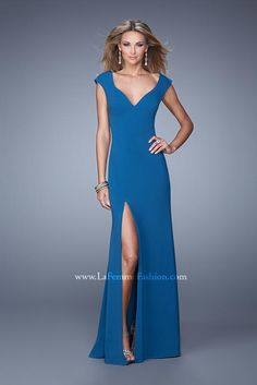 Shop La Femme evening gowns and prom dresses at Simply Dresses. Designer prom gowns, celebrity dresses, graduation and homecoming party dresses. Prom Dresses 2015, Party Dresses Online, Evening Dresses, Short Semi Formal Dresses, Dressy Dresses, Simple Prom Dress, Simple Dresses, Dresser, Beautiful Evening Gowns