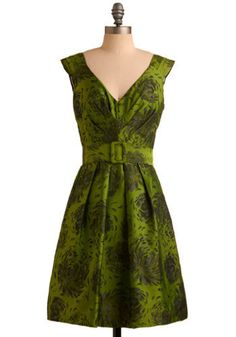 I definitely think I could channel my inner Joan Holloway in this dress! 60's chic!