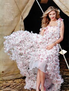 Rochie mireasa / Wedding Dress Cameron Diaz by Annie Leibovitz for Vogue US (May 2003). Chanel Haute Couture gown.