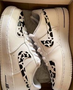 Tenis Air Force, Nike Shoes Air Force, Sneakers Fashion, Fashion Shoes, Aesthetic Shoes, Hype Shoes, Fresh Shoes, Cow Print, Painted Shoes