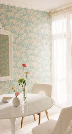 Amost a retro feel for this interior! Inspiration Wall, Interior Inspiration, Living Room Decor, Living Spaces, Dining Room, Orient House, Coastal Wallpaper, Harlequin Wallpaper, Workspace Design