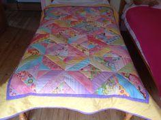 My first big project. Big Project, Quilt Bedding, Sewing Projects, Quilts, Blanket, Duvet Bedding, Quilt Sets, Blankets, Log Cabin Quilts