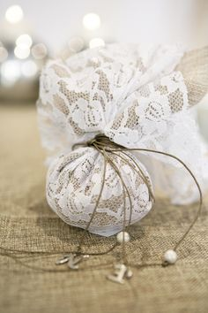 Idees gia ola: 70 ΚΑΤΑΣΚΕΥΕΣ ΜΕ ΛΙΝΑΤΣΑ Homemade Wedding Favors, Wedding Favours, Wedding Gifts, Church Wedding Decorations, Wedding Altars, Greek Wedding, Our Wedding, Gift Wraping, Persian Wedding