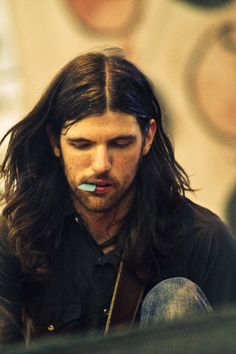 onelittlesong:  onelittlesong:  lionandpsalter:  onelittlesong:  somecallloveathief:  Yes. just yes  Yessir  this might be my favorite Avett...