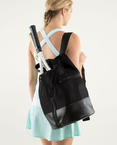 lululemon makes technical athletic clothes for yoga, running, working out, and most other sweaty pursuits. Tennis Wear, Golf Wear, Tennis Fashion, Sport Fashion, Tennis Bags, Tennis Clubs, Estilo Gossip Girl, Beach Tennis, Lululemon Bags