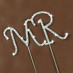 Love these little crystal monogram toppers. Perfect for Weddings or girls cake! These are approx 1 - 2 inches Bow Wallpaper, Alphabet Wallpaper, Cute Emoji Wallpaper, Flower Phone Wallpaper, Beautiful Love Images, Beautiful Flowers Wallpapers, Beautiful Nature Wallpaper, Letter R Tattoo, R Letter Design