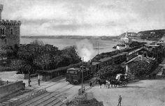 Comboio ainda a vapor a chegar à estação do Estoril. Old Photos, Vintage Photos, My Heritage, Locomotive, Lisbon, Past, Cascais, Training, Fez