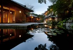 Hoshino Resorts HOSHINOYA Kyoto : a luxury hotel designed like a traditional ryokan. Read more -> http://www.hoshinoresorts-magazine.com/?p=556&lang=en