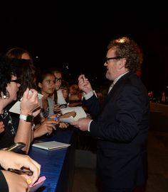 """L'attore Colm Meaney sul red carpet della 73. Mostra del Cinema di Venezia firm autografi all'anteprima del film """"Il Viaggio (The Journey)"""" © La Biennale foto ASAC"""