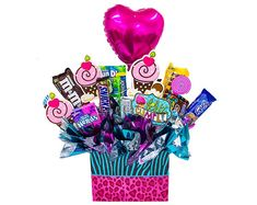 Diy Bouquet, Candy Bouquet, Food Crafts, Diy And Crafts, Chocolate Explosion Cake, Chocolate Bouquet Diy, Candy Arrangements, Diy Gift Baskets, Birthday Presents