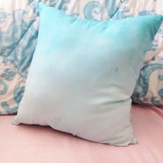 Curious about ombré? Learn how to DIY this easy pillow now!