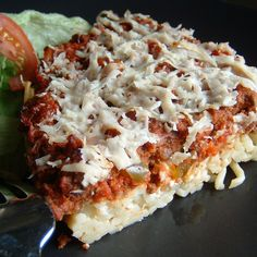 Buttered Parmesan pasta, homemade meat sauce, cottage cheese, and mozzarella are layered into this delicious baked spaghetti casserole. Spaghetti Pie, Spaghetti Casserole, Pasta Casserole, Baked Spaghetti, Casserole Dishes, Casserole Recipes, Pasta Recipes, Beef Recipes, Dinner Recipes