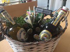 Tolles Geburtstagsgeschenk für Männer Beer Bottle, Drinks, Diy, Awesome Birthday Gifts, Beer Garden, Guy Gifts, Cash Gifts, Drinking, Beverages