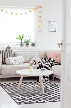 We love this Scandinavian living room. especially the window decorations!