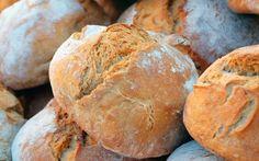 La storia del pane e della sua diffusione Vi siete mai chiesti come è nato il pane? Un evento fortuito che accadde in tempi primordiali, così come accadde l'accensione del fuoco e l 'invenzione della ruota? #pane #lievito #farina #panificare