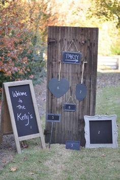 Use #chalkboard signs to welcome the guests, identify tables and food, and add a #scholastic environment. #graduationparty