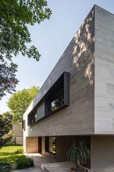 Carranza y Ruiz Modern House Facades, Modern Architecture House, Residential Architecture, Modern House Design, Architecture Details, Villa Design, Facade Design, Exterior Design, Casas Containers