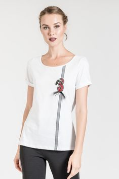 This t-shirt with faux pearls is perfect for a casual outfit. See more tops at be you. Casual Outfits, V Neck, Pearls, T Shirt, Tops, Women, Fashion, Supreme T Shirt, Moda