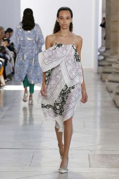 30 Amazing Women Trends Summer Fashion 2018 You Have To See Summer Fashion Trends, Fashion 2018, Fashion Week, Fashion Show, Fashion Outfits, Womens Fashion, Fashion Styles, Paris Fashion, Moda Indiana