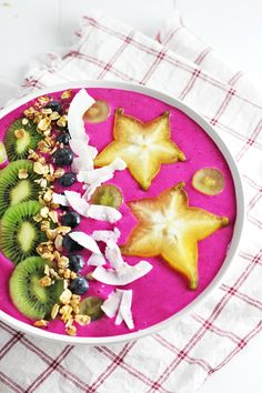 The best way to start off the day! Dragon Fruit Smoothie Bowl by Jar Of Lemons! {Gluten-Free, can be easily made Vegan}