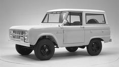 """""""The Ford Bronco was almost called the Wrangler"""" via FOX NEWS Coincidence? Classic Bronco, Classic Ford Broncos, Old Pickup Trucks, Ford News, New Fox, Chevrolet Trucks, Car In The World, Jeep Wrangler, Autos"""