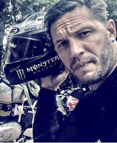 Tom Hardy is a handsome man =) Tom Hardy Actor, Tom Hardy Hot, Most Beautiful Man, Gorgeous Men, Beautiful People, Top Hollywood Movies, Tom Hardy Movies, My Tom, Star Wars