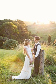 Hermosa boda trasera baja vestido con mangas de encaje capsulado y falda de Gasa de seda soñadora, instalado en la cintura