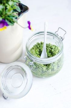 -Pesto Variant of weeds My Recipes, Vegan Recipes, Edible Bouquets, Pesto, Diy Body Scrub, Dinner With Friends, Swedish Recipes, Cooking 101, Learn To Cook