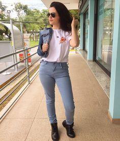 Dupla de amores: look e pizza ❤ Tô apaixonada por essa camiseta da @chicorei #lookdodia #Look #Ootd #EstampadePizza #LookdeDomingo #JeanseCamiseta #GarotasConsumistas #RenataFernandes