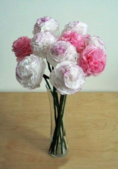 Ramo de flores blancas de papel crepé
