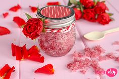 Rose peeling sugar - tutorial on twojediy. Natural Cosmetics, Natural Medicine, Natural Beauty, Beauty Hacks, Christmas Gifts, Candles, Homemade, Creative, Blog