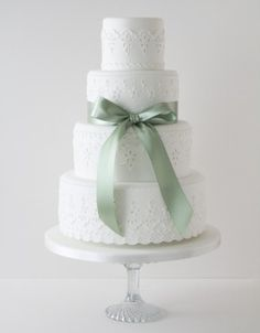 http://www.thecakeparlour.com  Broderie