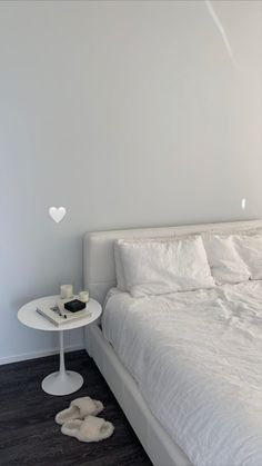 Room Ideas Bedroom, Bedroom Decor, Bedroom Inspo, Minimalist Room, Aesthetic Room Decor, Dream Rooms, My New Room, Home Decor, Kale Salad