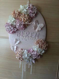 berets Baby-to-Krankenhaus-Zimmer-Schmetterling-pearl-Spitze-Vintage-provance-Stil Barett-the-Baby-T Baby Bedroom, Kids Bedroom, Handmade Crafts, Diy And Crafts, Boys Room Design, Baby Door, Ribbon Work, Shabby Chic Style, Craft Work
